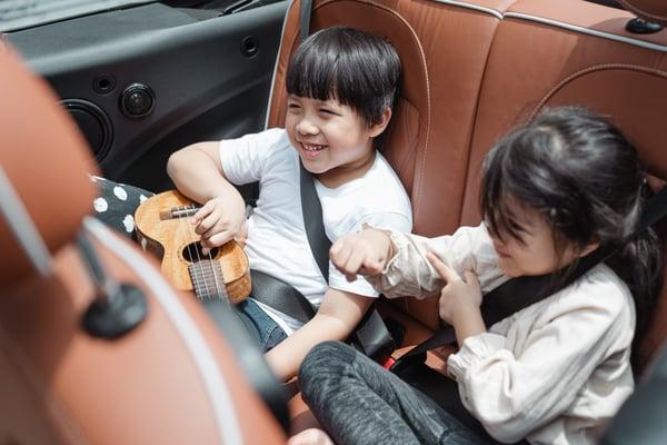 happy-asian-kids-traveling-in-car-4473498